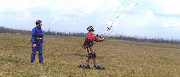 Landkiting ve spojení s mountainboardem a depower barem