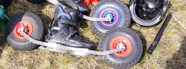 Travní lyže s kolečky, mohou být i s travními pásy